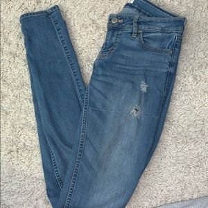 HOLLISTER RIPPED SKINNY JEANS